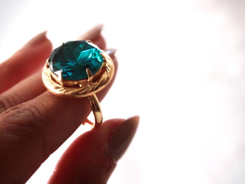 Glitter N Glue DIY Emerald Green Button Ring DETAIL