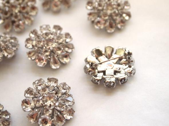 Glitter N Glue Button Brooch Necklace A LA Anne Hathaway Oscars 2013 BACK