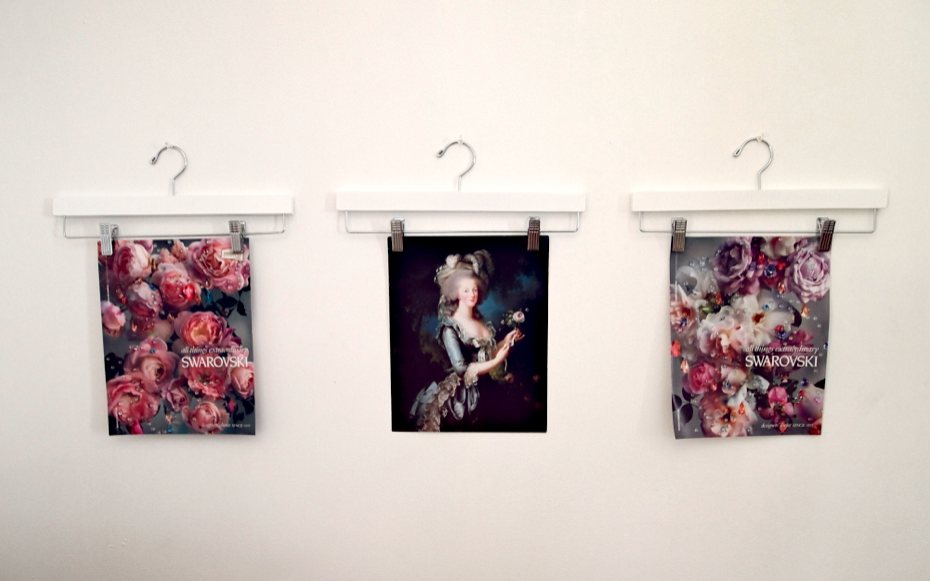 VIDEO: Clothing Hangers As Frameless Wall Art Displays |