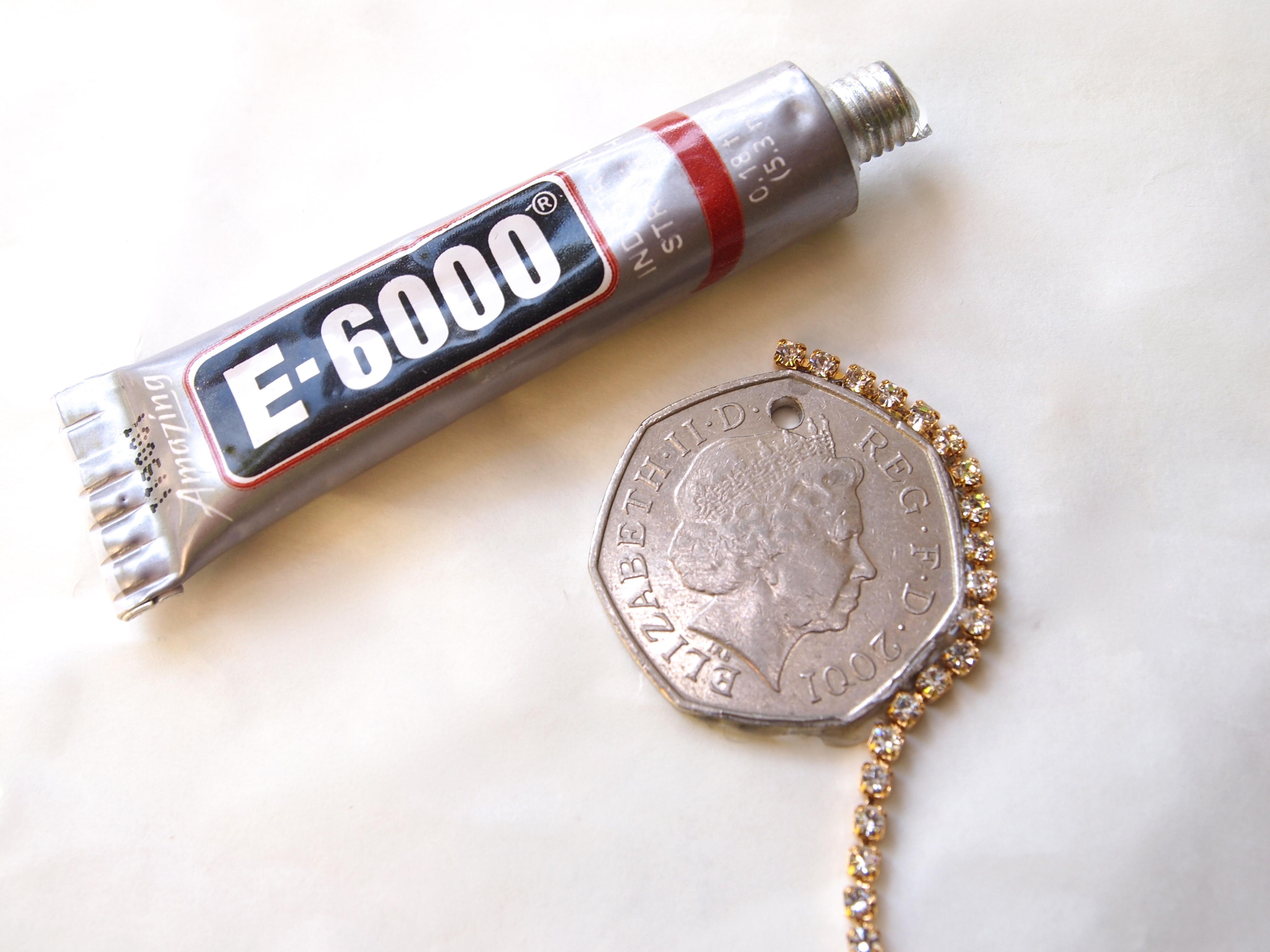 Diy coin n rhinestone pendant necklace glitter n glue diy coin n rhinestone pendant necklace glue aloadofball Gallery
