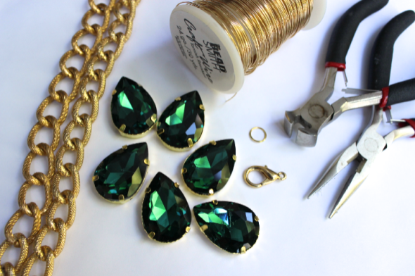 Glitter N Glue DIY Emerald Green Sew On Jewel Chunky Necklace MATERIALS