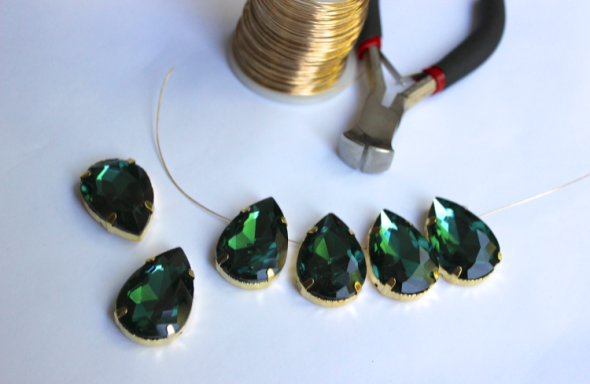 Glitter N Glue DIY Emerald Green Sew On Jewel Chunky Necklace SLIDE