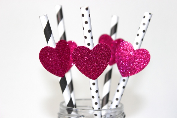 Miss Kris and Glitter 'N Glue DIY Glitter HEart Valentine's Day Straws GLUE